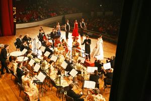 Johann Strauss Konzert Chongqing Concert Hall, China; Vienna Palace Orchestra unter der Leitung von Ernst Theis; Monika Medek, Sopran, Savastopol Academic Dance Theatre