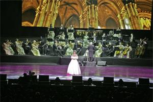 Viljalied, Sissi Gala Konzert, Shanghai Stadium, Vienna Palace Orchestra unter der Leitung von Werner Hackl; erstmals vor 8.000 Menschen...