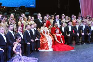 Sissi Gala Konzert, Shanghai Stadium, Vienna Palace Orchestra, Werner Hackl; Monika Medek, Sopran und Sissi; Franz Leitner, Tenor und Franz Josef